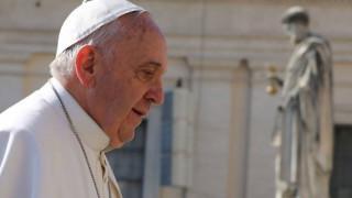El único párroco católico en Lesbos explica visita del Papa Francisco