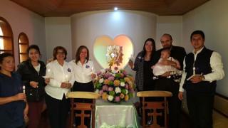 En la celebración de Nuestra Señora de la Candelaria, encendiendo una velita por las intenciones de la obra
