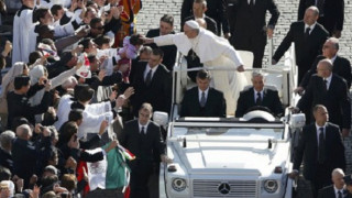 El Papa Francisco reza conmovido ante la Virgen de Aparecida