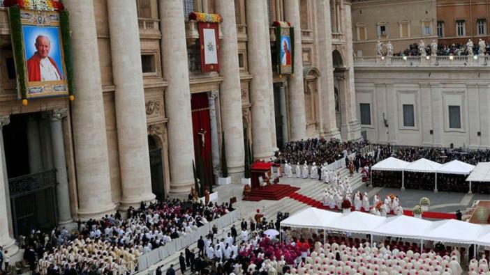 Juan Pablo II y Juan XXIII elevados a los altares en el Domingo de la Divina Misericordia.
