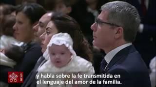 El papa bautiza a 34 bebés en la capilla sixtina